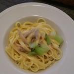 Osteria Lauro - グルテンフリーパスタ アサリと青梗菜・ゴボウの米粉フィットチーネ@1000円