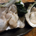 立呑み処 ごっつぉう  - 次は、赤穂産の生牡蠣480円です。 ぶりっ、ぷりっの牡蠣が入っていますよ。 これは、楽しみですよね。