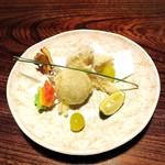 118607816 - あられで揚げた松茸、栗、きのこ