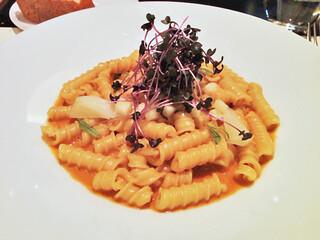 """カフェ・トロワグロ - パスタ。""""マッケローニ""""オマール海老のソース。ソースは微かにカレーの香りもあり、後からちょっとスパイシーな感じが来ます。美味!2012.02.02"""