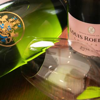 自慢の逸品と好相性なワインや紹興酒も種類豊富にございます