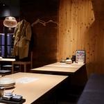 串焼き・野菜巻き工房 ひょーげもん - ゆったり座れるテーブル席