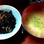 山根 - お食事処 山根 @中板橋 定食に付くひじきの煮物と豆腐の味噌汁