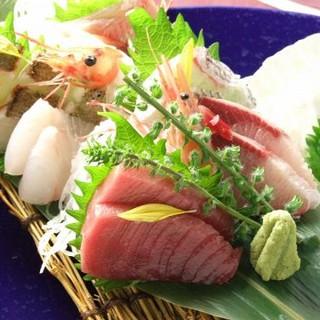 全国から新鮮で上質な鮮魚が集まる築地市場で鮮魚を厳選!!