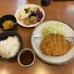 きんのつる - 料理写真:とんかつ定食@750、惣菜は食べ放題。