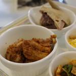 中国旬菜 茶馬燕 - 香辣兔塊(兎の香辣スパイス仕立て)、米椒鳩仔(鳩のチリピクルス風味)
