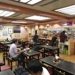空港食堂 - 賑わう店内
