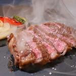 燻製沖縄料理 かびら亭 - 石垣牛 肩ロース芯 瞬間燻製レアステーキ