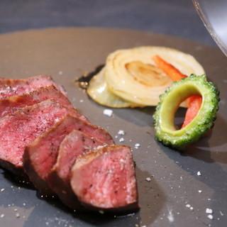 「石垣美崎牛」「石垣牛」を中心とした瞬間燻製ステーキを堪能◎