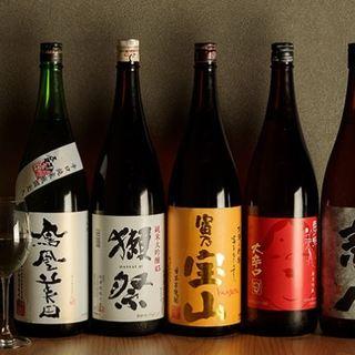 日本酒は銘酒が勢ぞろい。「獺祭」などプレミアム酒もございます