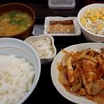 なか卯 - 豚キムチ定食(690円税込)をとん汁変更(+90円税込)