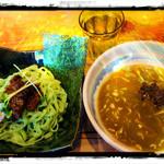 麺屋ぼうず - 緑の麺って、過去緑茶、よもぎ、といった経験はあるが…