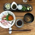 階段ノ上ノ食堂 - 特撰!海鮮ちらし丼定食。