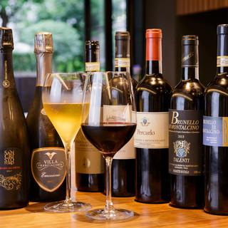 ワインペアリングやボトルワイン80種などご用意しております