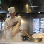 XI'AN - 刀削麺を削る