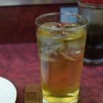 やしろ食堂 - ドリンク写真:緑茶ハイをがぶがぶと