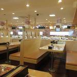 無添くら寿司 - ファミリー向けの回転寿司とあって店内はテーブル席中心の造りになってました。