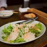 ワインカフェ 大森 - チーズたっぷりグリーンサラダ