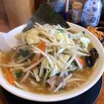 椿ラーメンショップ - 料理写真:野菜たっぷりラーメン