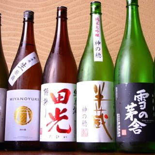 20種以上の日本酒や、鮮やかなフルーツサワーなど多彩にご用意