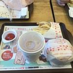 ロッテリア - ジンジャーエール120円、ハンバーガー150円、ポテトM100円