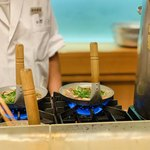 万ん卯 - 調理中2:分葱投入