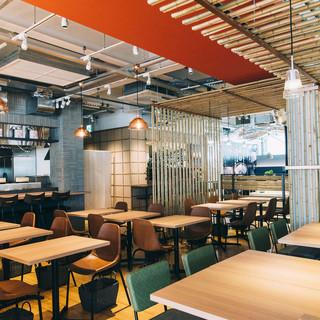開放的な贅沢な空間で、食を通した体験を!