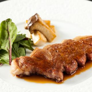 上質なブランド肉ステーキを鉄板焼でご堪能下さい。