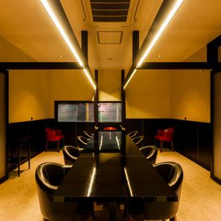 最大18名様までご利用いただける個室はパーティーに最適です。