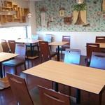 メロンズ テイル - テーブル席は人数に応じて貸切にする事も可能です