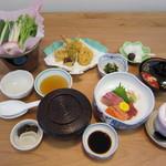 ともしげ - 鍋付きミニ会席膳:3000円