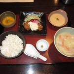 Gaienumaya - 豚汁とチキン南蛮定食(1,000円)+とろろ(100円)
