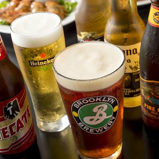 クラフトビールやワイン、ビッグサイズのシェイクもございます。