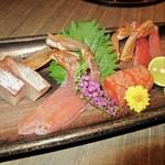 118701785 - 蟹と鮮魚の刺身の盛り合わせ