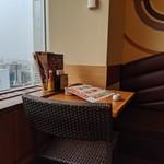 ラ・パウザ - [内観] 店内 テーブル席 ①