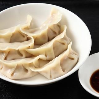 水餃子(六個)