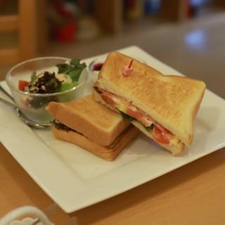 下町カフェで穏やかなくつろぎの朝にお得なモーニングセット!
