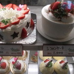 11871838 - ♡形ケーキが、美味しそう~こんな大きいのを食べると、ぶたさんになるから我慢しよう