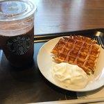 スターバックスコーヒー - 料理写真:ココアとアメリカンワッフル