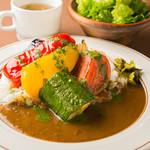 ワイン食堂 旅する子ブタ - ランチ:ゴロゴロ野菜カレー
