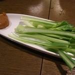 だんだん - お通しの小松菜 なかなか凝ってます