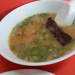 118728063 - スープ。並々とつがれていて150円ですよ。焼豚も小さいのが1枚入っておりました。