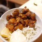 ホルモン鍋 暖 - ナンコツの特製カレー唐揚げ