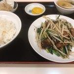大華飯店 - 料理写真:ニラレバ