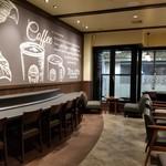 タリーズコーヒー - 2階カウンター席。