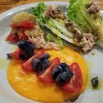 マキーラ トウキョウ - サルモレホとフレッシュトマトのサラダ