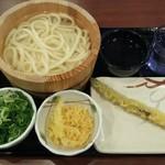 丸亀製麺 - 釜揚げうどんとアスパラ天 計460円 ※ネギと天かすは無料(2019.10.30)