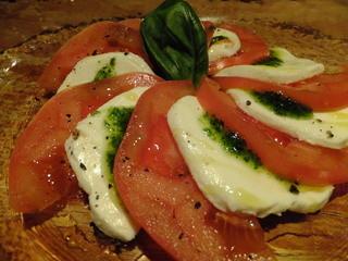 ハーレーパーク - モッツァレラとトマトのカプレーぜ¥780