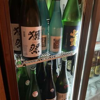 美味しい魚と一緒にこだわりの日本酒をご堪能ください