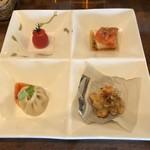 中華バルSAISAI。 - 前菜プチトマトパクチーソース、小籠包、       スモークサーモンの中華風カルパッチョ、       海老と蓮根のしんじょ。